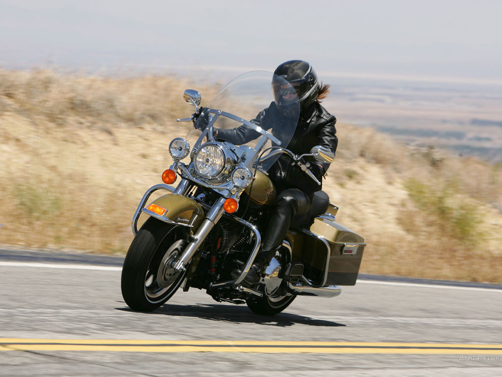 Harley-Davidson_FLHR_Road_King_05_1024x768